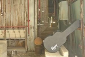 ギターケースとガス窯